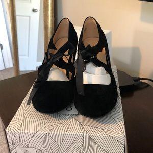 Black velvet high heel with ribbon detail